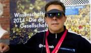 Hannes Schleeh mit dem Demonstrator von Fraunhofer COMMED auf der republica 2014