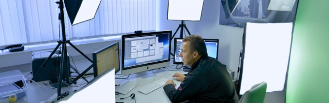 Hannes Schleeh in seinem Hangout on Air Studio im Pressezentrum Messe Hannover Foto Tobias Hoops